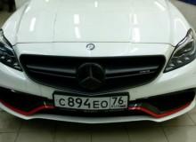 Оклейка решетки радиатора в серый матовый металик Avery и стайлинг наклейками на борта в стиле ///AMG на Mercedes-Benz CLS63S AMG 4 matik st2(740hp)