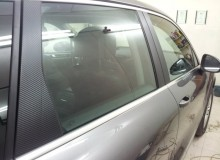 Стойки дверей в черный карбон на Volkswagen Touareg