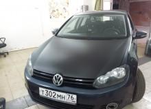 Капот в черный карбон на Volkswagen Golf